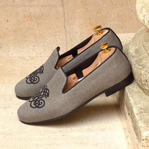 Grey Linen Wellington Slipper w Medallion